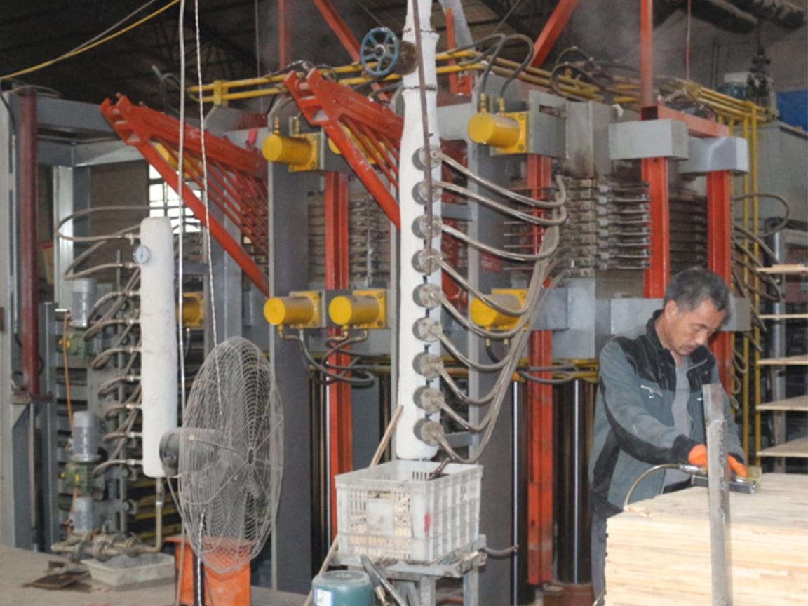 Pembuatan papan furnitur / lini produksi papan blok