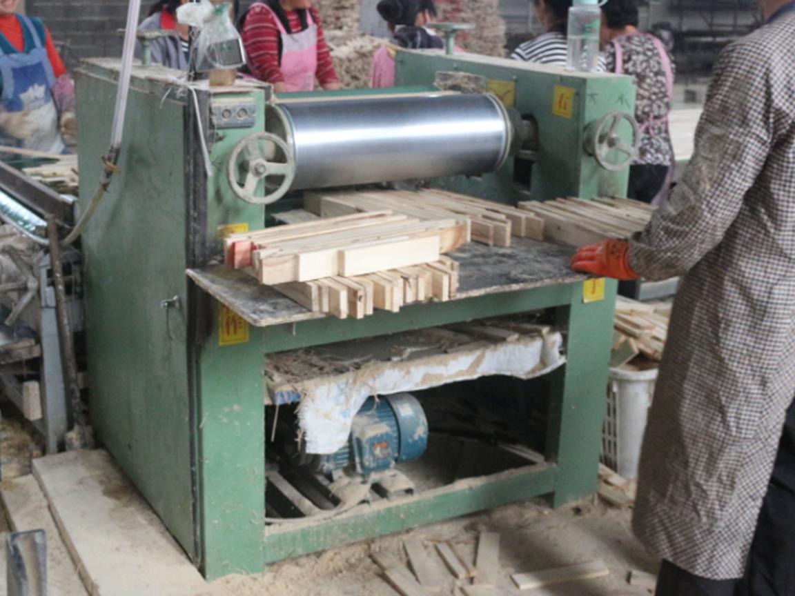 Mesin pembuat papan mebel / mesin pertukangan kayu